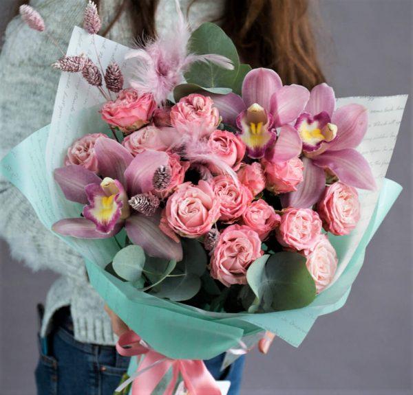 Авторский букет с орхидеей