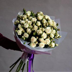 Букет из кустовой розы White
