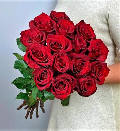 Букет из 15 роз красных