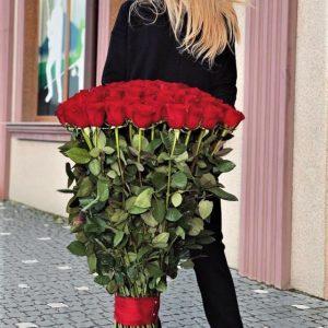 Букет красных метровых роз