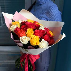 Букет роз 35 штук разноцветные