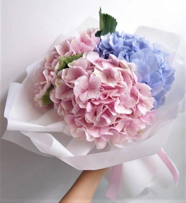 Доставка цветов 3 нежных гортензий