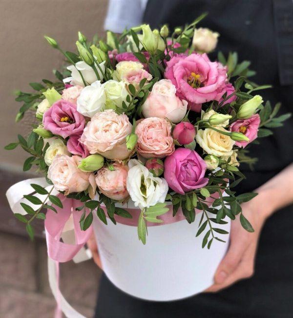 Коробка из эустомы и роз