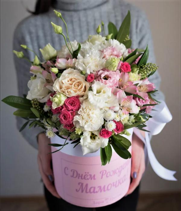 Коробка с диантусами и розой