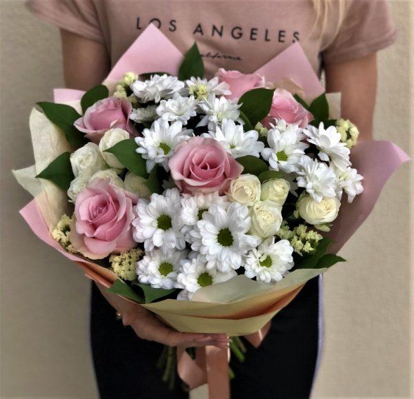 Недорогой нежный букет цветов