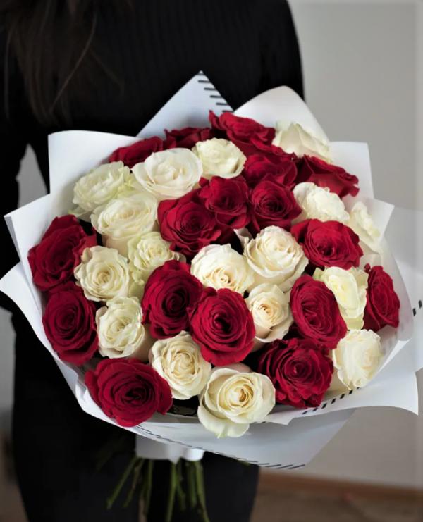 Розы с доставкой букет 35 шт.