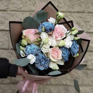 Сортовой диантус и розы