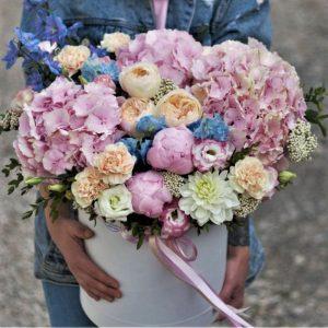 Цветы коробка с пионами и Гортензией