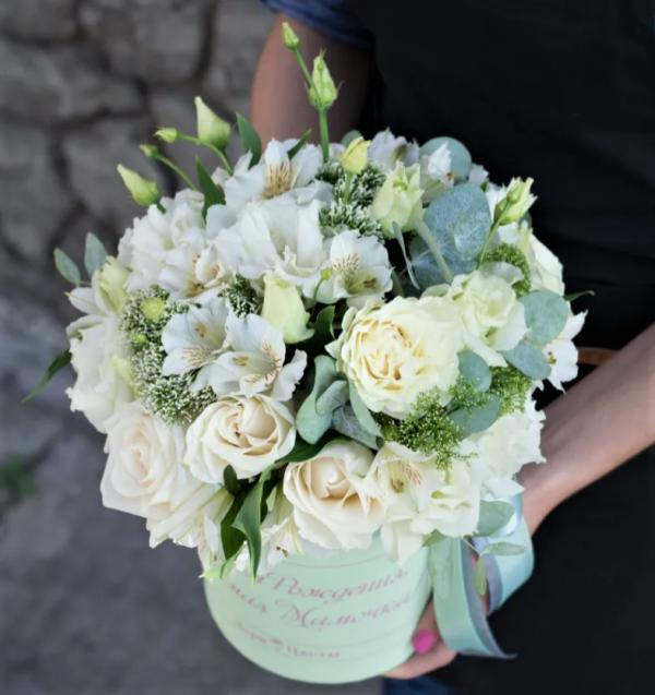 Цветы светлая коробка доставка