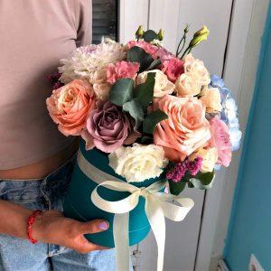 Яркая коробка цветов Доставка