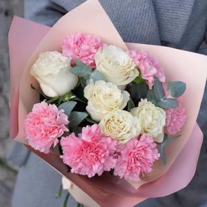 Сборный с розами недорогой