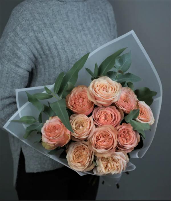 11 роз с оформлением букет