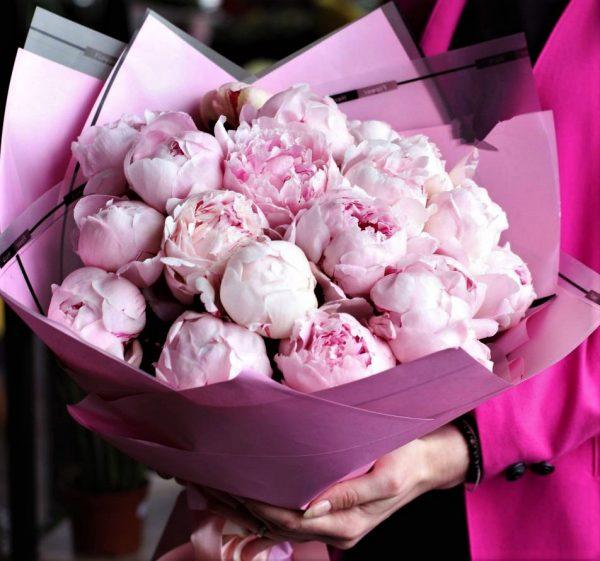 17 розовых пионов на доставку