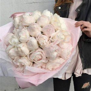 19 белых пионов с оформлением