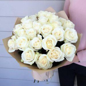 25 роз белых