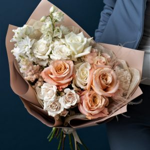 Букет нежный с розами