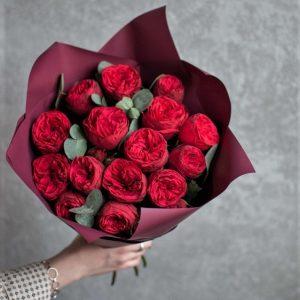 Букет пионовидных роз Ред