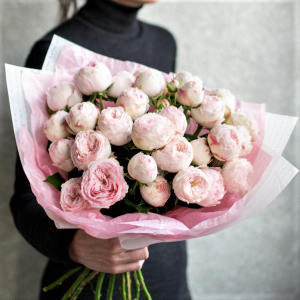 Букет пионовидных роз доставка