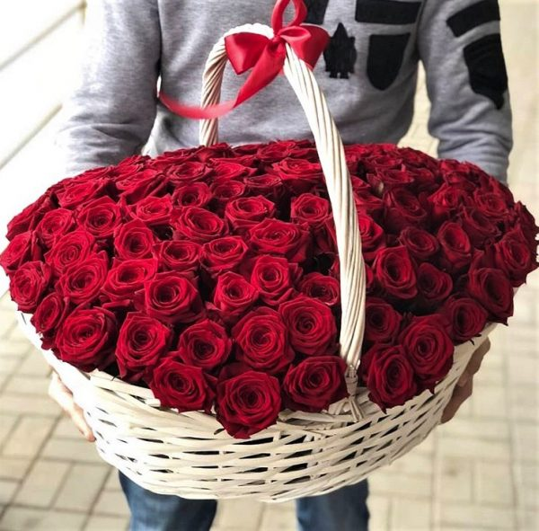 Корзина роз красных огромная