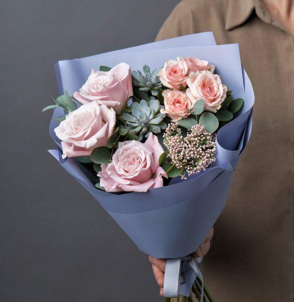 Мини букет с белыми розами