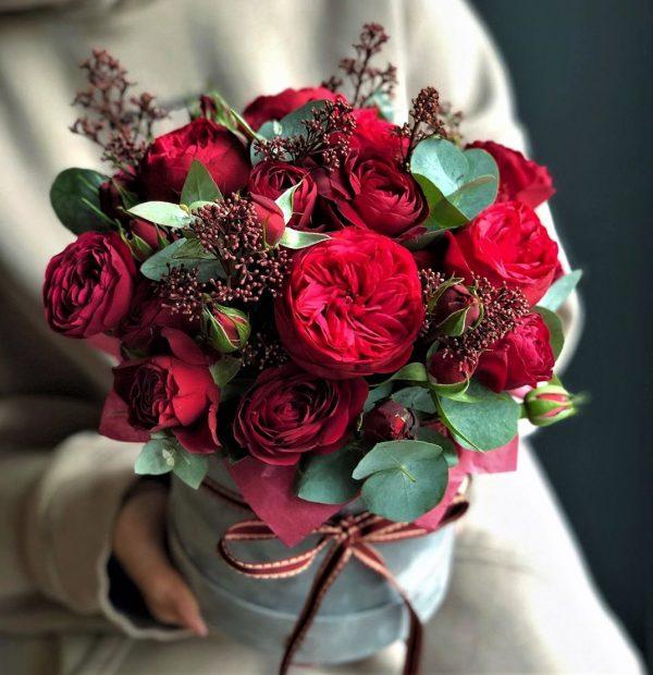 Пионовидная роза в коробочке