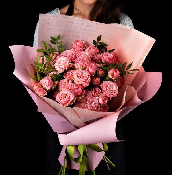 Роза кустовая Мадам Бомбастик