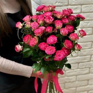 Розы кустовые букет из 9 штук