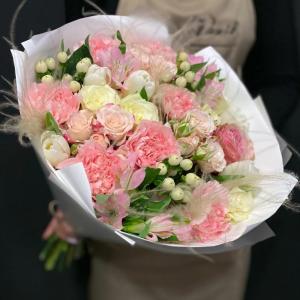 Нежный букет с цветами доставка