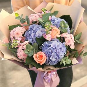 Гортензия и хризантема цветы